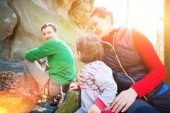 Η οικογένεια των ορειβατών Στοκ φωτογραφία με δικαίωμα ελεύθερης χρήσης