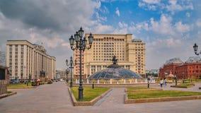 """Η οικοδόμηση της Δούμα και του ξενοδοχείου """"τέσσερις εποχές """", πλατεία Manezh, Μόσχα στοκ εικόνα"""