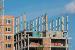 Η οικοδόμηση του multi-storey κτηρίου σπίτι διαμερισμάτων Στοκ φωτογραφίες με δικαίωμα ελεύθερης χρήσης
