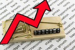 Η οικονομία αυξάνεται στο χρέος Στοκ φωτογραφίες με δικαίωμα ελεύθερης χρήσης