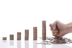 Η οικονομική γραφική παράσταση νομισμάτων χρημάτων έννοιας Στοκ Εικόνες