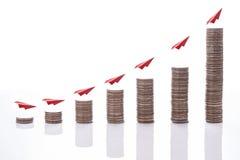 Η οικονομική γραφική παράσταση νομισμάτων χρημάτων έννοιας Στοκ φωτογραφία με δικαίωμα ελεύθερης χρήσης