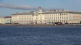 Η οικοδόμηση της ακαδημίας των τεχνών γέφυρα okhtinsky Πετρούπολη Ρωσία Άγιος απόθεμα βίντεο