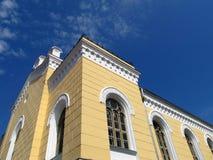 Η οικοδόμηση της κύριας βιβλιοθήκης Kuldiga, Λετονία της πόλης στοκ φωτογραφία με δικαίωμα ελεύθερης χρήσης