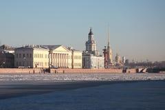 Η οικοδόμηση του Kunstkamera θόλος Isaac Πετρούπολη Ρωσία s Άγιος ST καθεδρικών ναών Στοκ Εικόνα