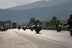 Η ομάδα αναβατών motocycle στο δρόμο στην αρχή της εποχής †moto «πλησίον από τη Sofia, Βουλγαρία, μπορεί 14, το 2008 στοκ φωτογραφίες