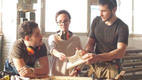 Η ομάδα συναδέλφων βρίσκει μια νέα επιχειρησιακή ιδέα φιλμ μικρού μήκους