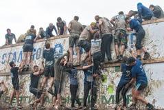 Η ομάδα μαίνεται το μεγάλο τοίχο στη φυλή extrim Tyumen Ρωσία Στοκ φωτογραφία με δικαίωμα ελεύθερης χρήσης