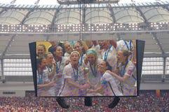 Η ομάδα ποδοσφαίρου αμερικανικών γυναικών γιορτάζει τη νίκη του Παγκόσμιου Κυπέλλου της FIFA του 2015 Στοκ εικόνα με δικαίωμα ελεύθερης χρήσης