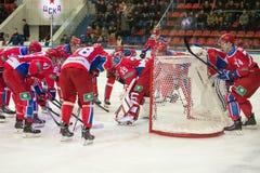 Η ομάδα προετοιμάζεται για το παιχνίδι Στοκ φωτογραφία με δικαίωμα ελεύθερης χρήσης