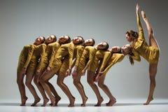 Η ομάδα σύγχρονων χορευτών μπαλέτου στοκ φωτογραφία