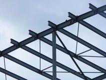 Η δομή μετάλλων ενός κτηρίου κάτω από την οικοδόμηση Στοκ Εικόνες