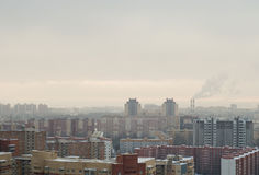 Η ομίχλη κάτω από τη μεγάλη πόλη στοκ εικόνες με δικαίωμα ελεύθερης χρήσης
