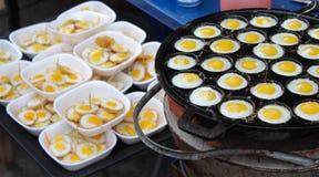 η ομελέτα αυγών ανασκόπησης ανακάτωσε το λευκό Στοκ Εικόνες