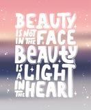 Η ομορφιά δεν είναι στο πρόσωπο, η ομορφιά είναι ένα φως στην καρδιά Στοκ φωτογραφία με δικαίωμα ελεύθερης χρήσης