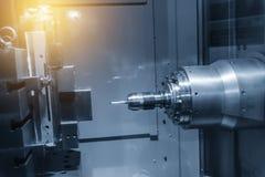 Η οριζόντια CNC μηχανή άλεσης συνδέει το CMM έλεγχο στοκ εικόνα με δικαίωμα ελεύθερης χρήσης