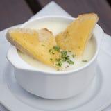 Η ουγγρική σούπα σκόρδου με το ψωμί, κλείνει επάνω Στοκ Εικόνα