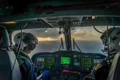 Η ολλανδική καραϊβική ακτοφυλακή - πιλότοι στο nightf Στοκ Φωτογραφία