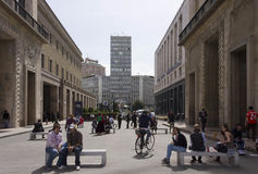 Η οδός από Piazza del Duomo στην πλατεία Diaz στο Μιλάνο Στοκ Εικόνα