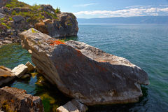 Πέτρες στην τράπεζα της λίμνης Baikal Στοκ φωτογραφία με δικαίωμα ελεύθερης χρήσης