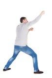 Η πίσω άποψη του μόνιμου ατόμου που τραβά ένα σχοινί από την κορυφή ή προσκολλάται τ Στοκ εικόνες με δικαίωμα ελεύθερης χρήσης