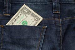 Η πίσω τσέπη μπλε Jean ενθέτων μετρητών ενός δολαρίου ασθμαίνει αυτήν την εικόνα φ Στοκ φωτογραφία με δικαίωμα ελεύθερης χρήσης