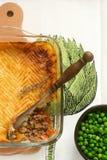 Η πίτα ποιμένων ` s ή η πίτα εξοχικών σπιτιών είναι μια πίτα κρέατος με ένα κάλυμμα της πολτοποιηίδας πατάτας Στοκ Φωτογραφία