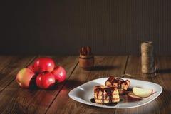 Η πίτα της Apple ψιλόβρεξε με τη σοκολάτα Στοκ φωτογραφία με δικαίωμα ελεύθερης χρήσης