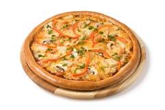 Η πίτσα με τα μανιτάρια, και λαχανικά Στοκ φωτογραφίες με δικαίωμα ελεύθερης χρήσης