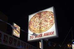 Η πίτσα παίρνει μαζί το σημάδι στοκ φωτογραφίες με δικαίωμα ελεύθερης χρήσης