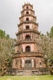 Η παγόδα της ουράνιας κυρίας στο χρώμα Βιετνάμ - Chua Thien MU στοκ εικόνες με δικαίωμα ελεύθερης χρήσης