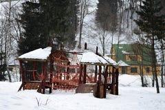 Η παιδική χαρά σχοινιών στο χιόνι σε Spindleruv Mlyn Στοκ Εικόνες