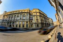 Η παλαιά ογκώδης οικοδόμηση της θέσης στο κέντρο του Μιλάνου κοντά στο Duomo στην Ιταλία Στοκ Φωτογραφίες