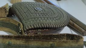 Η παλαιά τσάντα δέρματος απόθεμα βίντεο