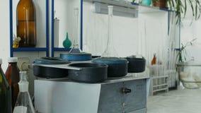 Η παλαιός ιατρική συσκευή ή ο εξοπλισμός κάνει την ανάλυση των βιο υγρών ή των ρευστών φιλμ μικρού μήκους