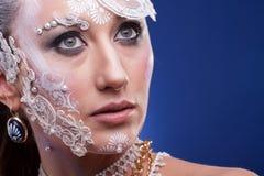 Η πανέμορφη γυναίκα με καλλιτεχνικό δημιουργικό αποτελεί Στοκ εικόνες με δικαίωμα ελεύθερης χρήσης
