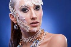 Η πανέμορφη γυναίκα με καλλιτεχνικό δημιουργικό αποτελεί Στοκ φωτογραφία με δικαίωμα ελεύθερης χρήσης