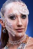 Η πανέμορφη γυναίκα με καλλιτεχνικό δημιουργικό αποτελεί Στοκ Εικόνες