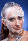 Η πανέμορφη γυναίκα με καλλιτεχνικό δημιουργικό αποτελεί Στοκ Φωτογραφία