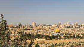 Η πανοραμική άποψη στην Ιερουσαλήμ που η παλαιά πόλη και ο ναός τοποθετούν, καλύπτει δια θόλου Στοκ Εικόνα