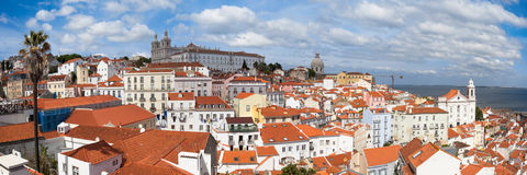 Η πανοραμική άποψη της στέγης της Λισσαβώνας από Portas κάνει την άποψη κολλοειδούς διαλύματος - Στοκ εικόνα με δικαίωμα ελεύθερης χρήσης