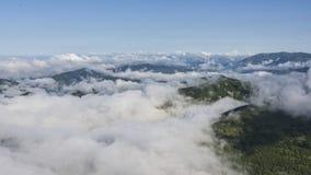 Η πανοραμική άποψη Apennines σε μια ομιχλώδη ημέρα, τοποθετεί Cucco, Ουμβρία, Ιταλία Στοκ Φωτογραφία