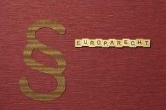 Η παράγραφος σημαδιών στο υπόβαθρο χρώματος κλαρέ Λέξη σε γερμανικό Europarecht στοκ φωτογραφία