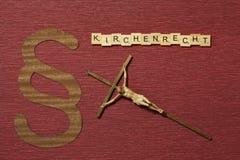 Η παράγραφος σημαδιών στο υπόβαθρο χρώματος κλαρέ Λέξη σε γερμανικό Kirchenrecht στοκ εικόνες
