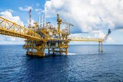 Η παράκτια πλατφόρμα κατασκευής για το πετρέλαιο και το φυσικό αέριο παραγωγής, λαδώνει το α Στοκ φωτογραφία με δικαίωμα ελεύθερης χρήσης