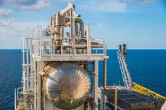 Η παράκτια πλατφόρμα κατασκευής για το πετρέλαιο και το φυσικό αέριο παραγωγής, λαδώνει το α Στοκ φωτογραφίες με δικαίωμα ελεύθερης χρήσης