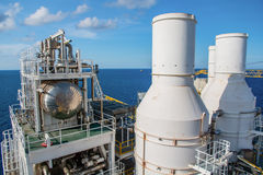Η παράκτια πλατφόρμα κατασκευής για το πετρέλαιο και το φυσικό αέριο παραγωγής, λαδώνει το α Στοκ Εικόνα