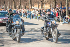 Η παρέλαση ποδηλατών γιορτάζει την άνοιξη στη Σουηδία Στοκ Εικόνες