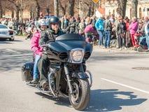 Η παρέλαση ποδηλατών γιορτάζει την άνοιξη στη Σουηδία Στοκ εικόνα με δικαίωμα ελεύθερης χρήσης