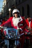 Η παρέλαση των προτάσεων Santa στις μοτοσικλέτες γύρω από το κύριο τετράγωνο αγοράς στην Κρακοβία Πολωνία Στοκ Φωτογραφία